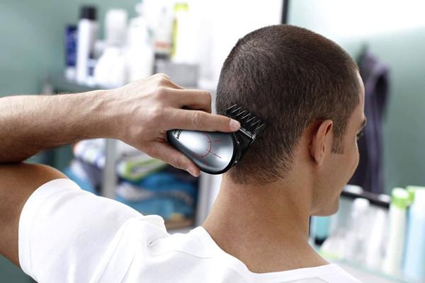 Cómo afeitarse correctamente la cabeza con máquina eléctrica
